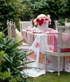 La Belle Jardin: Love this table cloth and cane chairs...