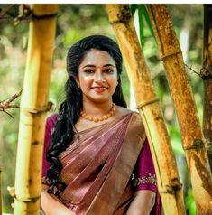 Kerala Hindu Bride, Kerala Wedding Saree, Bridal Sarees South Indian, Wedding Sarees, Christian Bridal Saree, Christian Weddings, Kerala Saree Blouse, Saree Color Combinations, Saree Trends