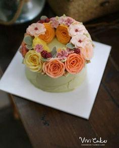buttercream flowercake basic course 4th Made by_ Student .  비비케이크 www.vivi-cake.com vivicakeclass@gmail.com . . . #플라워케이크 #버터크림플라워케이크 #비비케이크 #flowercake #koreanflowercake #korea #seoul #dessert #koreastyleflowercake #buttercreamflowercake #koreaflowercake #vivicake #wilton #cake #baking #cakedecoration #design #花 #蛋糕 #掺糖奶油 #奶油 #奶皮 #花蛋糕 #家用模具  vivicakeclass@gmail.com