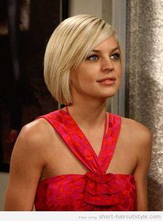 Short-blonde-straight-hair-for-women