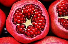 Proven Health Benefits of Pomegranate (Fruit, Juice, Seeds) Based on Scientific Studies Healthy Seeds, Healthy Fruits, Healthy Recipes, Superfoods, Testosterone Boosting Foods, Lucky Food, Pomegranate Fruit, Fruit Fruit, Fruit Juice