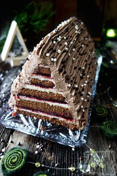 Festive domino cake - Christmas cake - tongue circus - This domino cake is my interpretation of classic Christmas treats. A really sweet winter dream and - Christmas Desserts, Christmas Treats, Christmas Recipes, Winter Torte, Cupcakes, Snack, Plated Desserts, Gingerbread, Cake Recipes