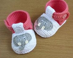 Crochet baby shoes,Crochet girls shoes,Crochet pink and wh Crochet Baby Boots, Crochet Baby Sandals, Booties Crochet, Crochet For Boys, Newborn Crochet, Baby Blanket Crochet, Elephant Applique, Crochet Elephant, Baby Shoes