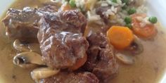 Beef with lemon, mushrooms and carrots - iCookGreek Lunch Recipes, Meat Recipes, Dinner Recipes, Cooking Recipes, Healthy Recipes, Healthy Food, Cyprus Food, Pastry Cook, Greek Dishes