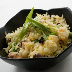 This simple, delicious dish hails from China's Shanghai region. It's a great way to use up leftover rice—if your rice is already cooked, you'll need 3 cups of it. Rice Recipes, Vegetable Recipes, Asian Recipes, Ethnic Recipes, Oriental Recipes, Asian Foods, Chinese Recipes, Shrimp Recipes, Chinese Food