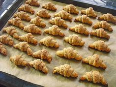 Gerollte Mini-Nusshörnchen, ein schönes Rezept aus der Kategorie Kekse & Plätzchen. Bewertungen: 763. Durchschnitt: Ø 4,7.