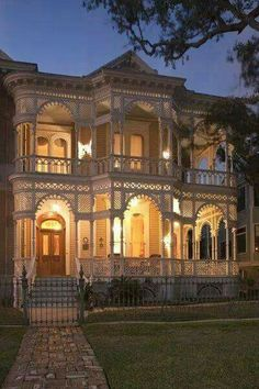 I absolutely love this house. Vintage and Historic Homes of Galveston, TX. I have always wanted a old Victorian/vintage house! Victorian Architecture, Beautiful Architecture, Beautiful Buildings, Beautiful Homes, Architecture Design, House Beautiful, Porch Architecture, House Goals, Historic Homes