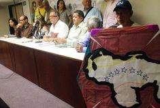 Venezuela unida no se rinde y lanzan hoy su proclama en la UCV -  Venezuela unida no se rinde y este martes 6 de febrero, a las 10 de la mañana, la sociedad civil toda se reúne en el Aula Magna de la Universidad Central de Venezuela para defender el país ypara reiterar su compromiso con la Constitución. Desde la casa que vence las sombras, los sindicatos, gr... - https://notiespartano.com/2018/03/06/venezuela-unida-no-se-rinde-lanzan-hoy-proclama-la-ucv/