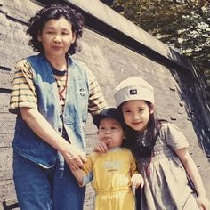 IU is an A-class celebrity and Korea's adorable little sister all rolled into one. Resurfaced photos show that she was cute even as a child! Iu Hair, Straight Black Hair, Good Comebacks, Asian Babies, Iu Fashion, K Idol, Celebs, Celebrities, Ulzzang Girl