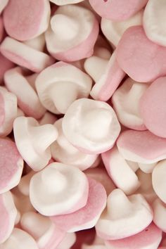 Popular Swedish Candy - Photo Gallery   SAVEUR Fairy Garden Cake, Garden Cakes, Old Fashioned Sweets, Candy Kabobs, Candy Brands, Chewy Candy, Retro Sweets, Pink Chocolate, Pick And Mix