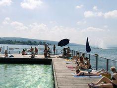 Die Schweizer Metropole am Zürich-See ist gerade im Sommer ein beliebtes Ziel. Das ... Zurich, Auckland, Travel Around The World, Around The Worlds, Switzerland Cities, Spa, Bagdad, Happy Trails, Places To See