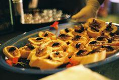 """Diversificada, criativa e vibrante, a enogastronomia da Nova Zelândia (Aotearoa, em maori) vem ganhando espaço no cenário gastronômico mundial. O sabor é primordial. Chefs talentosos e inovadores combinam ingredientes frescos trazidos diretamente da terra e do mar, enquanto influências da culinária do Pacífico, com ingredientes majoritariamente orgânicos tornam a cozinha única. Gastronomia e vinho são...<br /><a class=""""more-link""""…"""