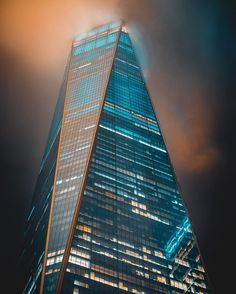 One World by Erik Lorch - The Best Photos and Videos of New York City including the Statue of Liberty, Brooklyn Bridge, Central Park, Empire State Building, Chrysler Building and other popular New York places and attractions.