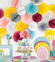 lentefeest of communiefeest tafeldecoratie en kleurrijk thema inspiratie
