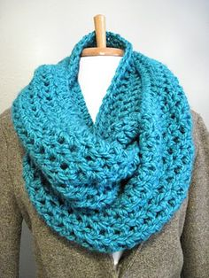 SUPER EASY!!!  DIY: Bulky Cowl Scarf | In the Hammock Vintage Style  Straight Dc.  The pattern above with hdc borders may end up looking more finished