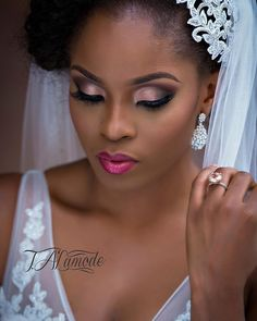 Natural Makeup Eye Makeup - Nigerian Bridal Natural Hair and Makeup Shoot - Black Bride - BellaNaija 2015 12 love her makeup - Ten Different Ways of Eye Makeup - You only need to know some tricks to achieve a perfect image in a short time. Black Eye Makeup, Dark Skin Makeup, Natural Makeup, Wedding Makeup Tips, Bridal Hair And Makeup, Hair Makeup, Black Wedding Makeup, Wedding Black, Wedding Wear