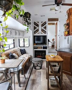 It's not hard to see why the Marks family is now a full-time RV family — just look at this gorgeous space! Van Living, Tiny House Living, Camper Renovation, Home Renovation, Rv Interior Remodeling, Remodeling Ideas, Architecture Renovation, Rv Homes, Tiny Homes
