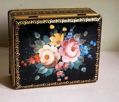 Vintage Floral Tin Container, Made in England ~ Calloocallay