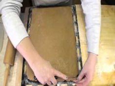 Medove rezy - recept na medové rezy s čokoládou - VIDEO Ako sa to robí.sk Eastern European Recipes, Confectionery, Plastic Cutting Board, Sweet, Bakken, Candy