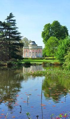 The well-maintained park of Bagatelle in the Bois de Boulogne, Paris. Photo taken in April. #Bagatelle #BoisdeBoulogne #Paris