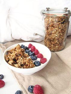 DIY GRANOLA: Frühstücksidee: Granola mit Nüssen selbstgemacht (DIY) Healthy Breakfast Snacks, Beauty, Food, Easy Recipes, Healthy Food Recipes, Clean Foods, Homemade, Decorations, Beleza