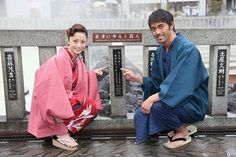 "阿部寛 (Hiroshi Abé) × 上戸彩 (Aya Ueto) at the shooting site of the movie ""Thermae…"
