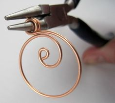 Zen Spiral Hoop Earrings Tutorial — Jewelry Making Journal This looks very nice for a beginner.  Variations could include hammering for texture, some strategic weaving of thin wire to give it sturdiness, hanging a bead on bottom, etc.