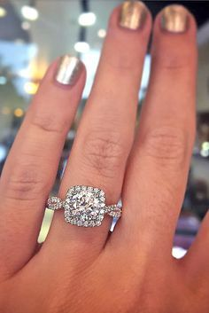 18 Vintage Engagement Rings With Stunning Details