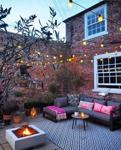 Backyard seating to create an outdoor living room. Fairy lighting and outdoor sofa garden decor. Small Courtyard Gardens, Small Courtyards, Outdoor Gardens, Courtyard Design, Small Back Gardens, Backyard Seating, Backyard Patio, Backyard Landscaping, Patio Wall
