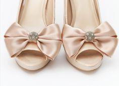 Klipsy do butów Glowing Bride - Cream  Do kupienia w sklepie internetowym Madame Allure #madameallure #sklepinternetowy #ślub #wesele #klipsydobutow