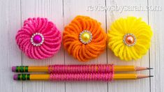 How to Make an Easy Flower - Beginner Finger Embroidery Trick with Yarn Diy Yarn Flowers, Paper Flowers Diy, Flower Crafts, Crochet Flowers, Embroidery Hearts, Embroidery Patterns Free, Hand Embroidery, Flower Embroidery, Pom Pom Crafts