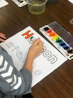 Student painting their name in letters and pictures with watercolor paints. Differentiated Kindergarten, Kindergarten Readiness, Kindergarten First Day, First Day Of School Activities, Sight Word Activities, Kindergarten Activities, Class Activities, Daily 5 Stations, Literacy Stations
