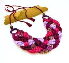 kötött - fonott nyaklánc lila, rózsaszín és arany színekben, horgolt bogyókkal / knitted - braided necklace in purple, pink and gold colors with crochet beads