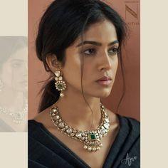 Kundan Jewellery Set, Indian Jewelry Earrings, Jewelry Design Earrings, Diamond Jewellery, Necklace Designs, Jewelery, Black Diamond Earrings, Polki Sets, Aishwarya Rai