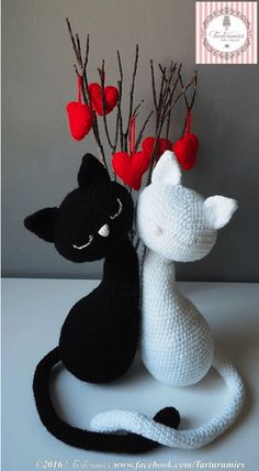 ~ Agatha and Argus ~ Free crochet kitty patterns. This in-love set would be purr-fect as a gift for the kitty lovers in your life.    Download a copy of the pattern here: http://www.tarturumies.com/2016/12/04/amigurumi-pattern-kittens-st-valentines-agatha-argus/