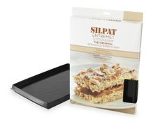 The Silpat Entremet a casserole-style silicone baking pan that provides maximum heat transfer, even browning, and ultimate release for potato gratins, egg and cheese casserole, and more. #brunch #Silpat #kitchenware
