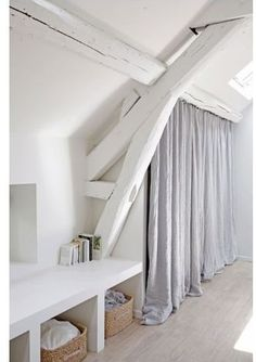 Bamble Design - 5 Quick Tips for dealing with a windowless room #5quicktips #interiordesign #windowlessroom