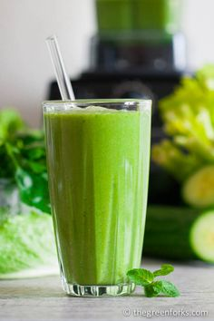 Super DETOX Green Cleansing Smoothie @ TheGreenForks.com #vegan