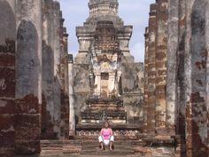 Viajera Insolit en las ruinas de Sukhotai, al norte de Tailandia...espectacular!