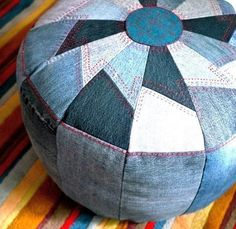 Sewing Ideas DIY Sewing Projects and Ideas for Old Jeans - DIY Pouf from Old Denim - These upcycled projects from old jeans are awesome DIY crafts like kitchen craft projects, DIY home decor Diy Pouf, Craft Projects, Sewing Projects, Sewing Ideas, Sewing Tutorials, Sewing Tips, Sewing Hacks, Craft Ideas, Denim Ideas