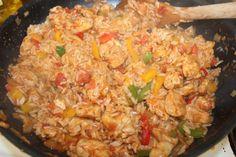 En enkel, rask og nydelig gryterett med kylling, ris og deilig cajun krydder. Et lite tips, hvis du har barn som skal spise ( eller du ikke vil ha sterk mat) er å lage en porsjon på siden med mindr…