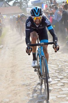 Paris Roubaix 2015 - Bradley Wiggins in full flow over the famous cobbles