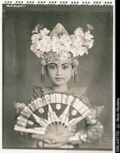 Indonesia, Bali, Amlapura, Legong dancer in full costume holding fan People Of The World, In This World, Old Pictures, Old Photos, Vintage Photographs, Vintage Photos, One Night In Bangkok, Cultural Studies, East Indies