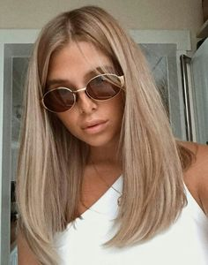 Beige blonde long straight hair no fringes -You can find Fringes and more on our website. Beige blonde long straight hair no fringes - Brown Blonde Hair, Blonde Wig, Blonde Straight Hair, Sandy Blonde Hair, Medium Length Hair Blonde, Shoulder Length Hair Blonde, Thin Hair, Blonde Hair For Brunettes, One Length Hair