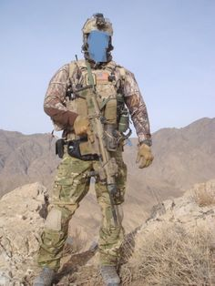 DEVGRU operator with mixed camouflage Afghanistan x Special Forces Gear, Military Special Forces, Us Navy Seals, Naval Special Warfare, Delta Force, Combat Gear, Bros, Special Ops, Us Army
