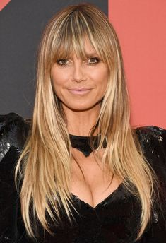 The 2019 VMAs are here, and with it comes all your favorite celebrities serving their fiercest beauty looks yet. Click through to see them live! My Hairstyle, Hairstyles With Bangs, Heidi Klum Hair, Afro, Crop Haircut, Haircut Short, Barrel Curls, Dull Hair, Beauty Awards