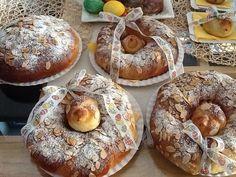 Z droždí, lžičky cukru, lžíce hl. mouky a trošky vlažného mléka zaděláme kvásek a necháme vykynout. Mouku promísíme se solí nastrouhaným... Bagel, Doughnut, Muffin, Easter, Sweets, Bread, Breakfast, Food, Celtic