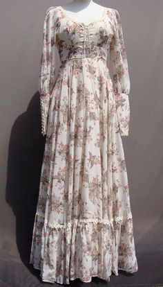 In my collection. Vintage Gunne Sax with bird print - Do it Yourself Clothes Abaya Fashion, Muslim Fashion, Modest Fashion, Fashion Dresses, Vestidos Vintage, Vintage Dresses, Vintage Outfits, Simple Dresses, Beautiful Dresses