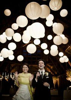 Trendy Wedding, blog idées et inspirations mariage ♥ French Wedding Blog: Déco : des lampions en papier japonais pour couvrir le ciel