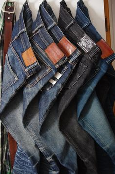 Such an amazing collection of selvedge denim jeans! #rawdenim #selvedge #selvedgedenim ⓀⒾⓃⒼⓈⓉⓊⒹⒾⓄⓌⓄⓇⓀⓈ